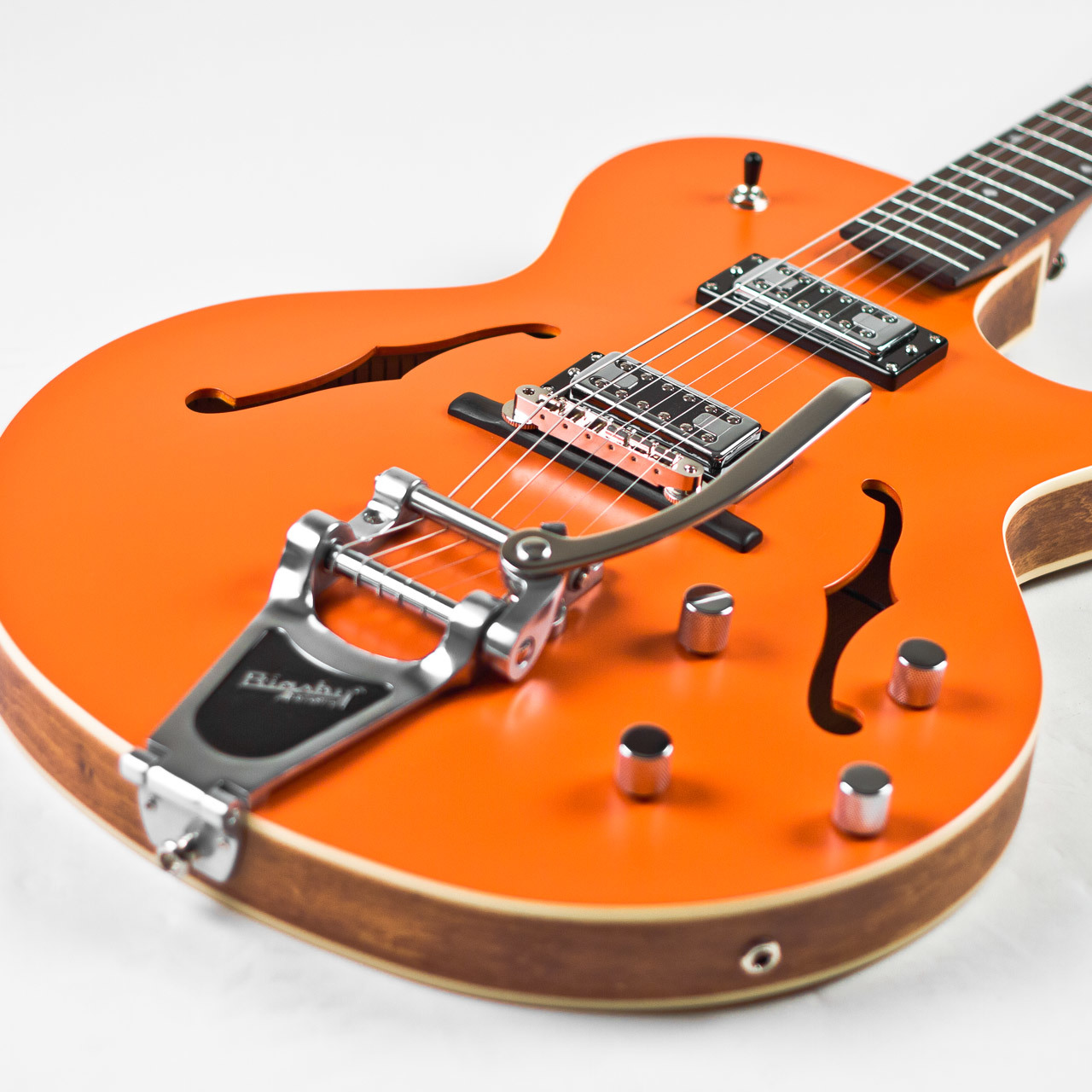 semi hollow body guitars the loar lh 306t cutaway archtop guitar w bigsby orange. Black Bedroom Furniture Sets. Home Design Ideas